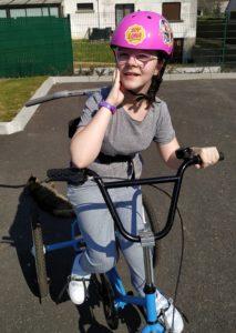 Mylène sur son tricycle ( année 2020)